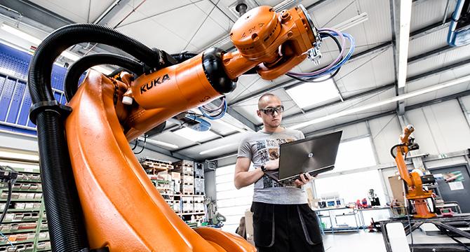 Industriefotografie: Mensch und Roboter