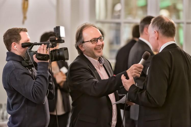 Teilnehmer des BRZ Mittelstandsforums während eines Interviews