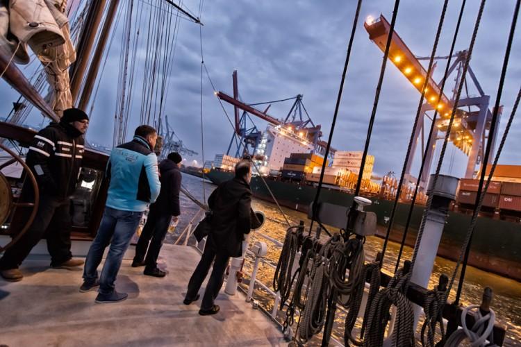 Segeltörn durch den Hafen von Hamburg, fotografiert von Fotograf Bernhard Classen