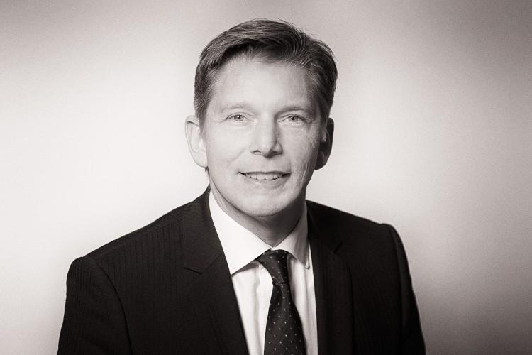 Porträt eines Geschäftsführers im Fotostudio