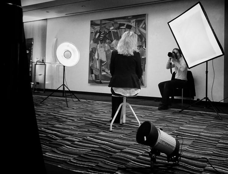 Fotograf Bernhard Classen beim Fotoshooting im Steigenberger Hotel Hamburg