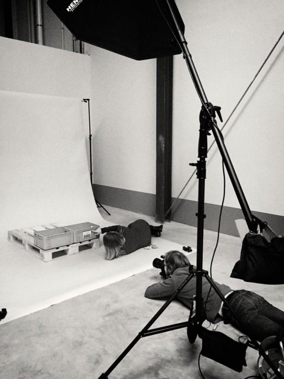 Produktfotograf Bernhard Classen während eines Fotoshootings bei der Valdemar Krog GmbH